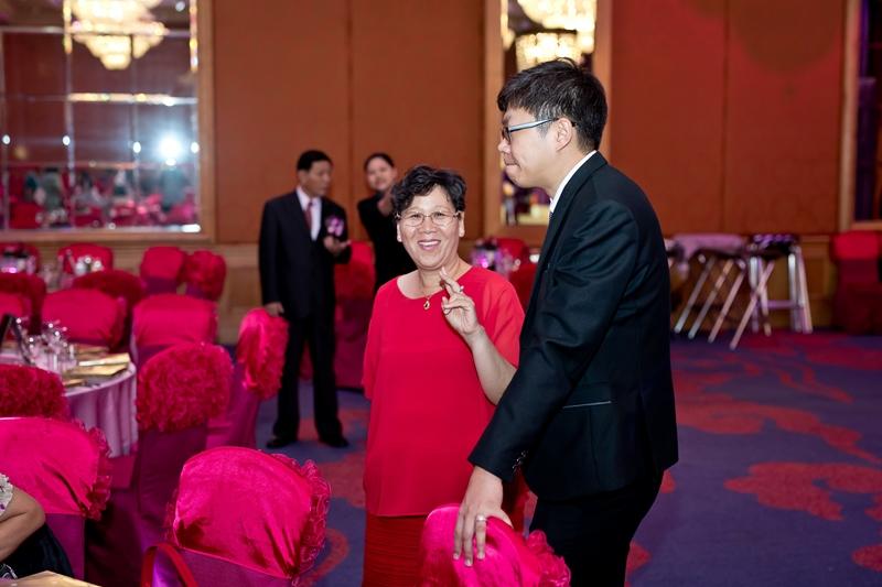 高雄婚攝克里@高雄漢來大飯店 儼修&凱葳 婚禮紀錄 饅頭爸團隊332.jpg