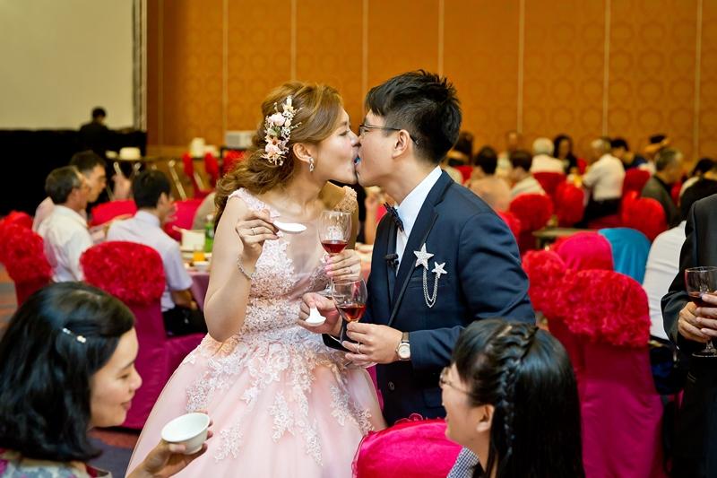 高雄婚攝克里@高雄漢來大飯店 儼修&凱葳 婚禮紀錄 饅頭爸團隊591.jpg