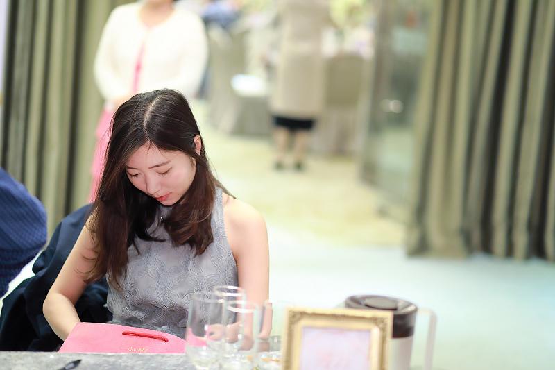 台北婚攝小游@晶宴民生館 讓與涵 婚宴紀錄 饅頭爸團隊1028_Blog_023.jpg