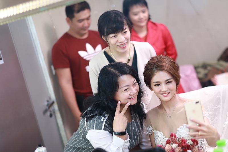 台北婚攝小游@晶宴民生館 讓與涵 婚宴紀錄 饅頭爸團隊1028_Blog_041.jpg