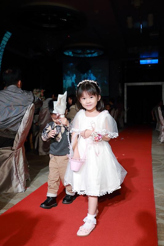 台北婚攝小游@晶宴民生館 讓與涵 婚宴紀錄 饅頭爸團隊1028_Blog_049.jpg