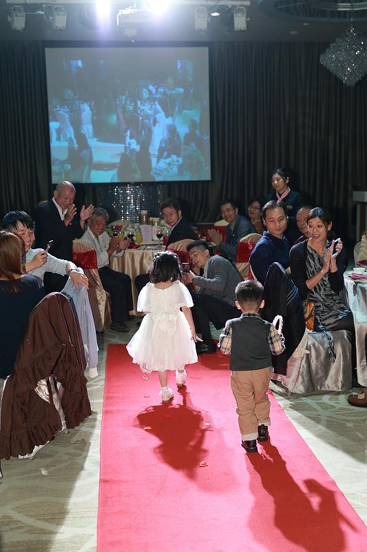 台北婚攝小游@晶宴民生館 讓與涵 婚宴紀錄 饅頭爸團隊1028_Blog_051.jpg