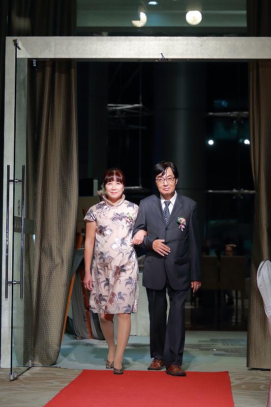 台北婚攝小游@晶宴民生館 讓與涵 婚宴紀錄 饅頭爸團隊1028_Blog_053.jpg