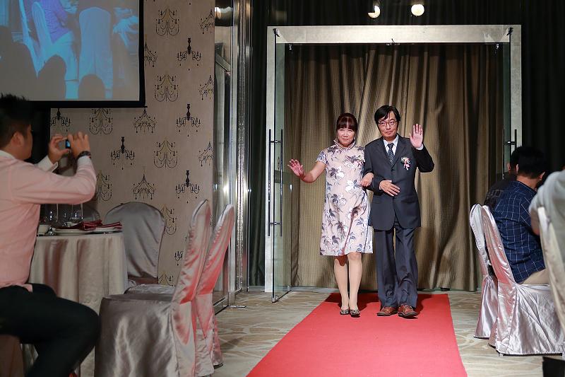 台北婚攝小游@晶宴民生館 讓與涵 婚宴紀錄 饅頭爸團隊1028_Blog_054.jpg