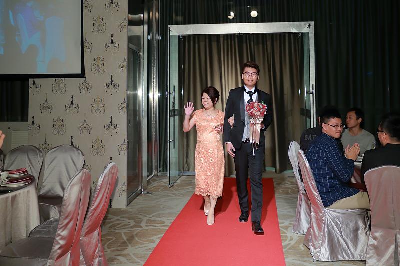台北婚攝小游@晶宴民生館 讓與涵 婚宴紀錄 饅頭爸團隊1028_Blog_055.jpg
