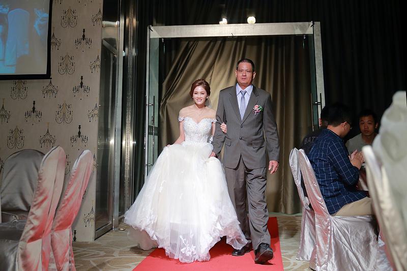 台北婚攝小游@晶宴民生館 讓與涵 婚宴紀錄 饅頭爸團隊1028_Blog_059.jpg