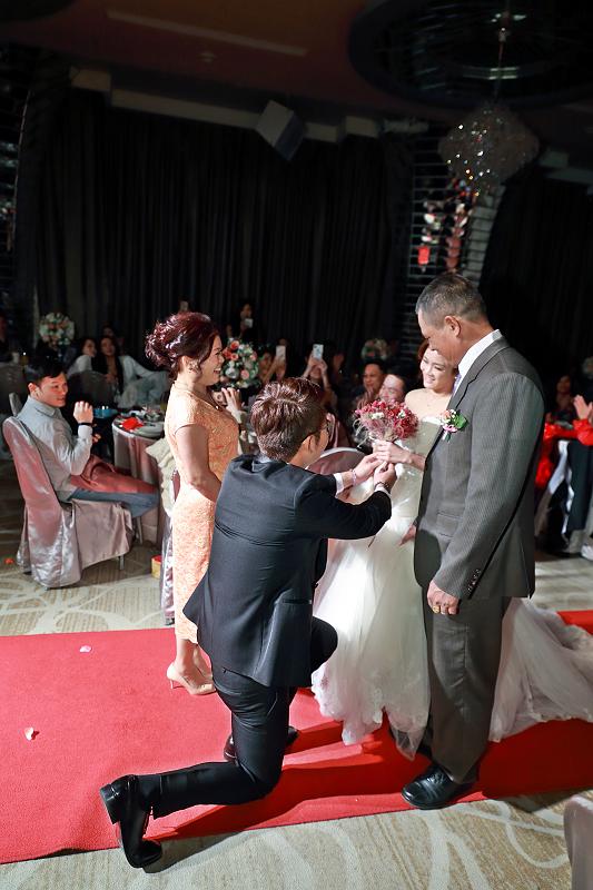 台北婚攝小游@晶宴民生館 讓與涵 婚宴紀錄 饅頭爸團隊1028_Blog_060.jpg