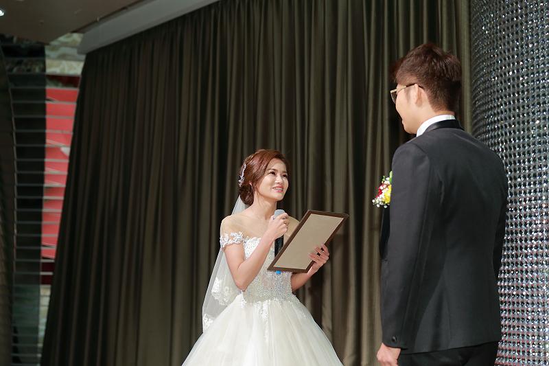 台北婚攝小游@晶宴民生館 讓與涵 婚宴紀錄 饅頭爸團隊1028_Blog_065.jpg