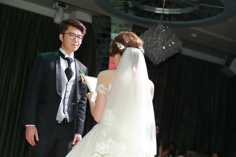台北婚攝小游@晶宴民生館 讓與涵 婚宴紀錄 饅頭爸團隊1028_Blog_066.jpg