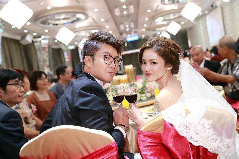 台北婚攝小游@晶宴民生館 讓與涵 婚宴紀錄 饅頭爸團隊1028_Blog_075.jpg