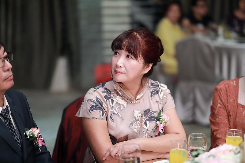 台北婚攝小游@晶宴民生館 讓與涵 婚宴紀錄 饅頭爸團隊1028_Blog_094.jpg