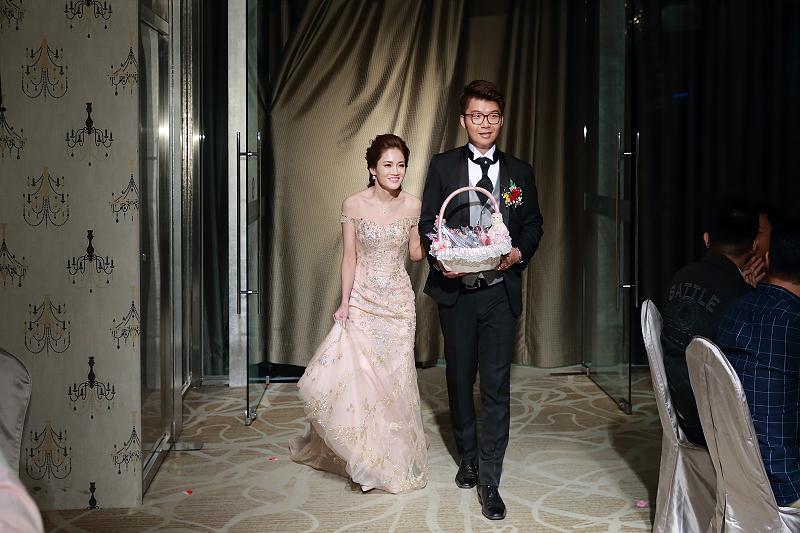 台北婚攝小游@晶宴民生館 讓與涵 婚宴紀錄 饅頭爸團隊1028_Blog_106.jpg