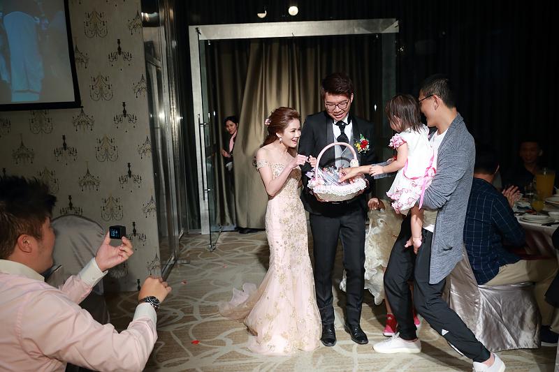 台北婚攝小游@晶宴民生館 讓與涵 婚宴紀錄 饅頭爸團隊1028_Blog_107.jpg