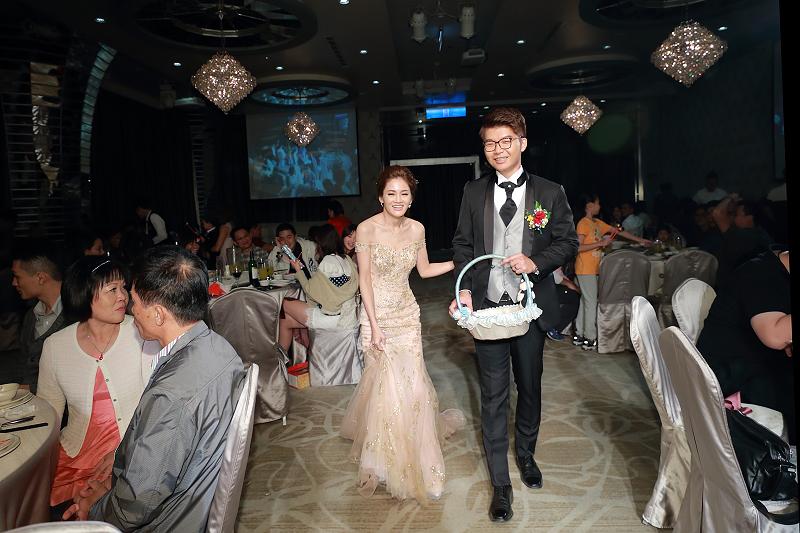 台北婚攝小游@晶宴民生館 讓與涵 婚宴紀錄 饅頭爸團隊1028_Blog_108.jpg