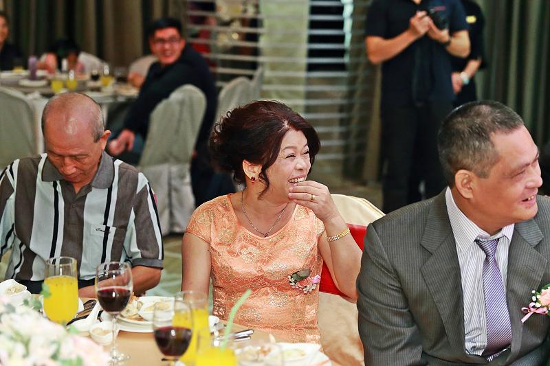 台北婚攝小游@晶宴民生館 讓與涵 婚宴紀錄 饅頭爸團隊1028_Blog_123.jpg