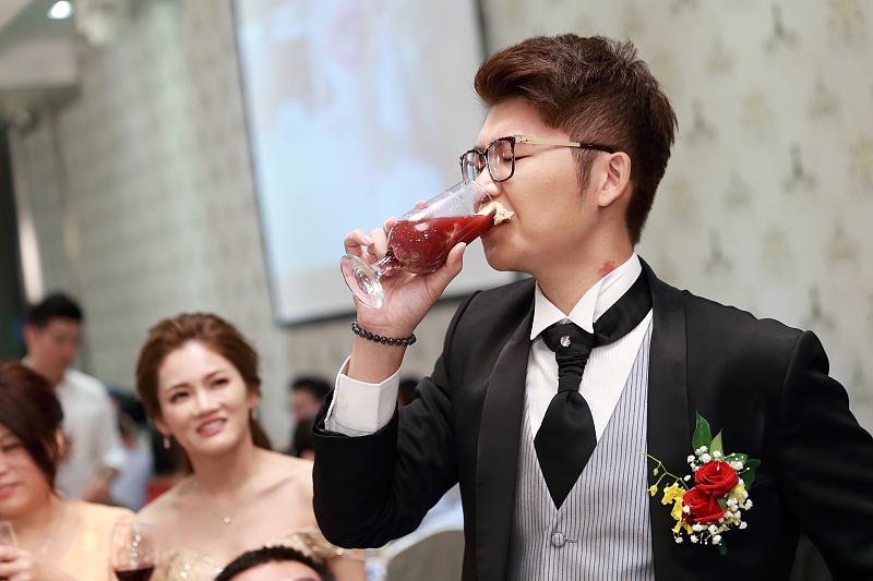 台北婚攝小游@晶宴民生館 讓與涵 婚宴紀錄 饅頭爸團隊1028_Blog_132.jpg