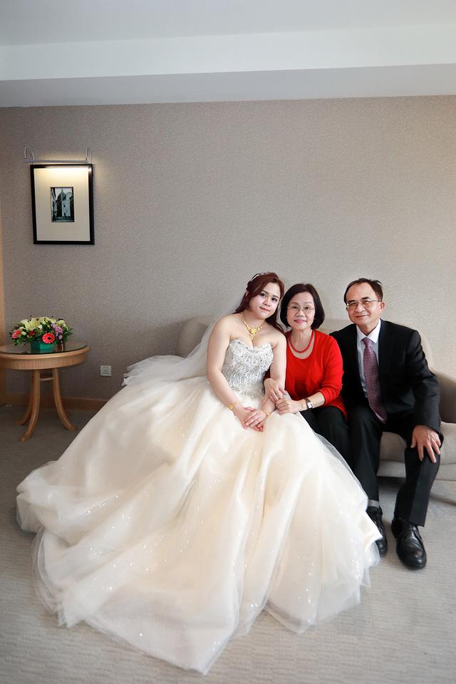 台北婚攝小游@新莊新莊翰品 恩與倫訂結婚宴紀錄 饅頭爸團隊0323_Blog_0082.jpg