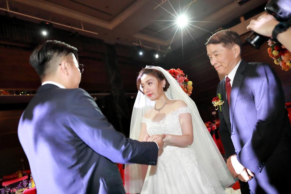 台北婚攝小游@維多麗亞 廷與雯婚禮紀錄 饅頭爸團隊0615_Blog_068.JPG